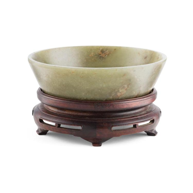 CARVED GREEN JADE SHALLOW BOWL QING DYNASTY, 19TH CENTURY 18.6cm diam