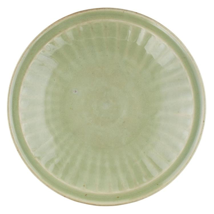 LONGQUAN CELADON-GLAZED FLUTED CHARGER MING DYNASTY, 16TH/17TH CENTURY 37.8cm diam