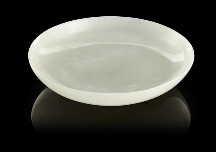 FINELY CARVED WHITE JADE DISH LATE QING DYNASTY/REPUBLIC PERIOD, 19TH/20TH CENTURY 14cm diam