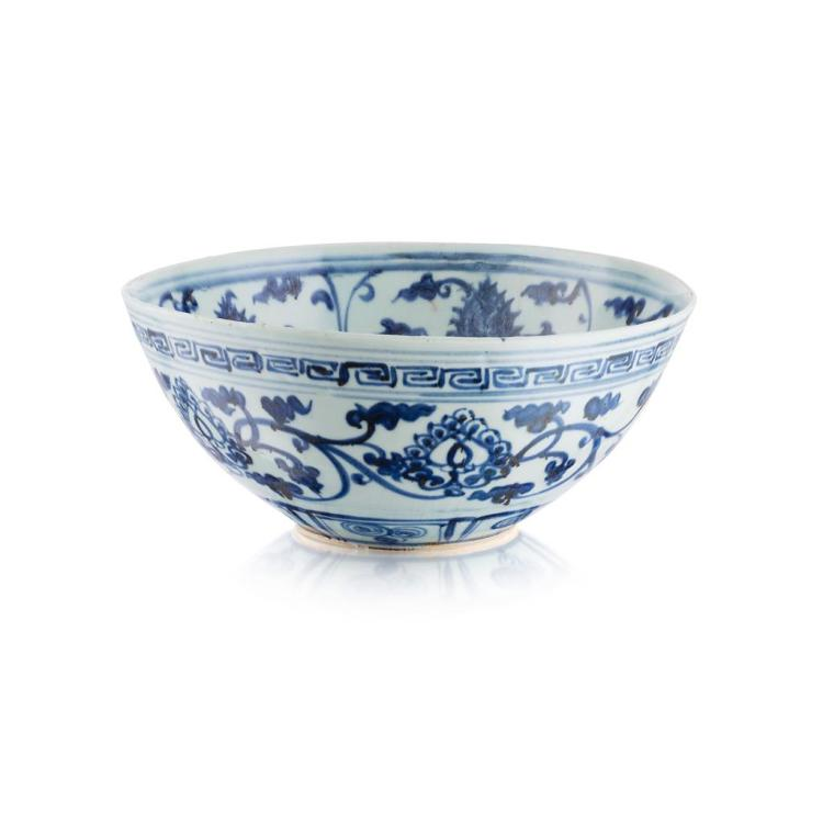 LARGE BLUE AND WHITE ''LOTUS'' BOWL MING DYNASTY 31.2cm diam