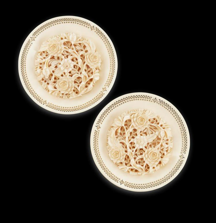 Y PAIR OF FLORAL IVORY DISHES LATE QING DYNASTY 12.2cm diam