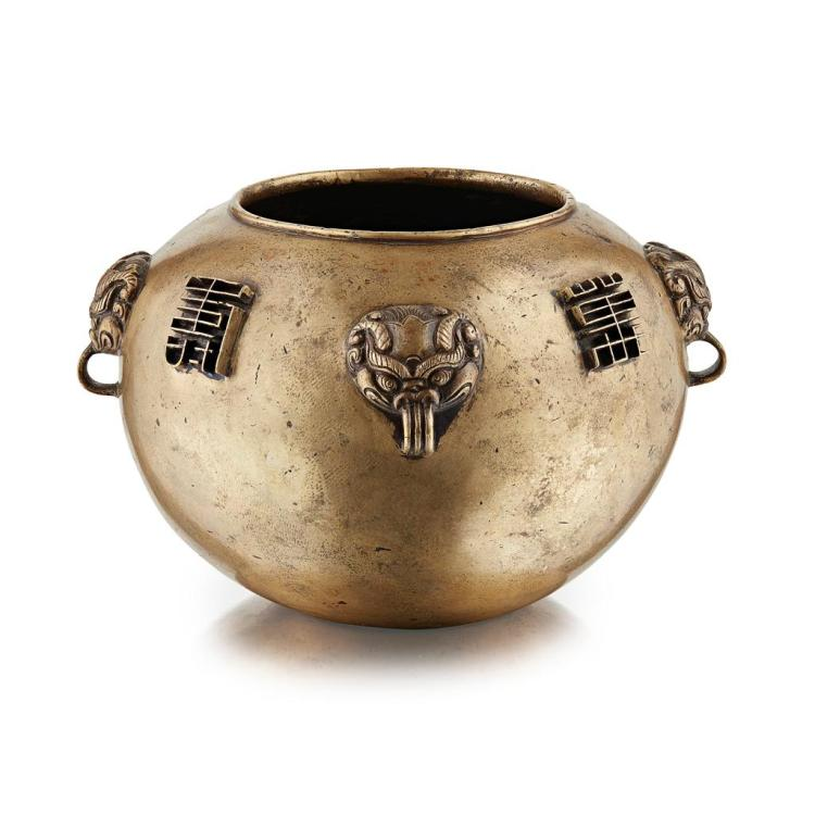 UNUSUAL GILT-BRONZE ''LONGEVITY'' CENSER XUANDE MARK BUT 17TH CENTURY 14.5cm wide, 942g