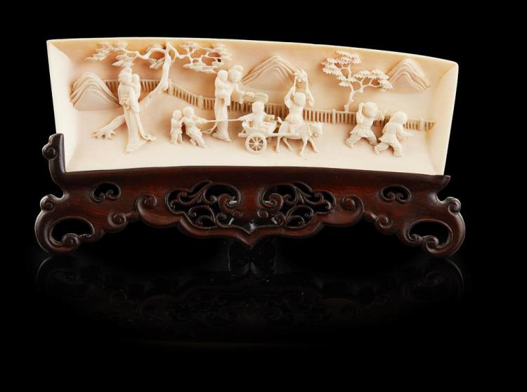 Y FINELY CARVED IVORY WRIST REST LATE QING DYNASTY/REPUBLIC PERIOD 18.5cm long
