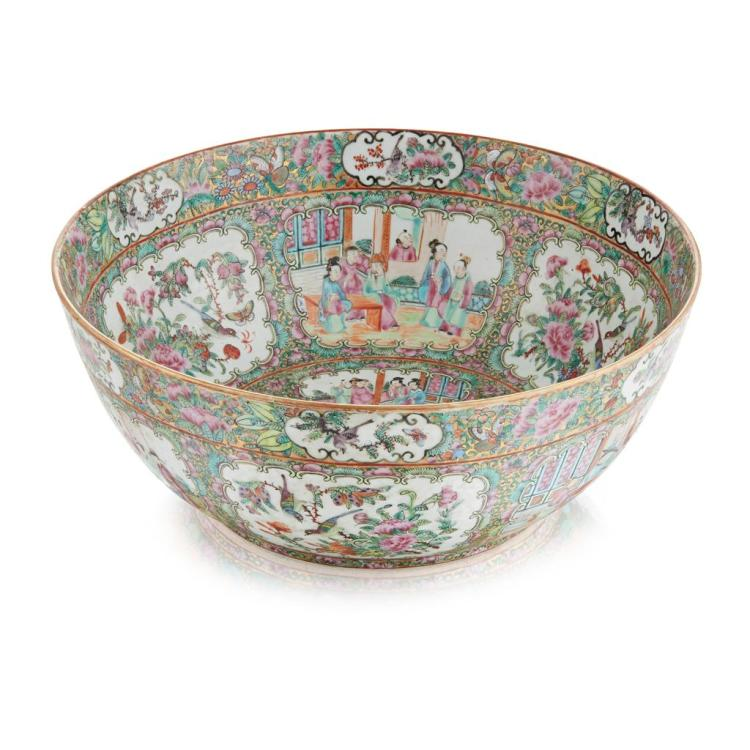 FAMILLE ROSE PUNCH BOWL QING DYNASTY, 19TH CENTURY 38cm diam