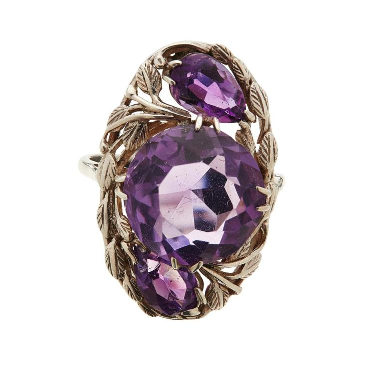 ATTRIBUTED TO BERNARD INSTONE ARTS & CRAFTS AMETHYST AND WHITE METAL RING, EARLY 20TH CENTURY ring size M