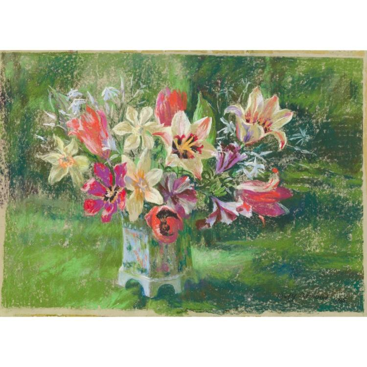 § MARY ARMOUR R.S.A., R.S.W., R.G.I. (SCOTTISH 1902-2000) STILL LIFE OF FLOWERS 33.5cm x 44.5cm (13in x 17.75in)