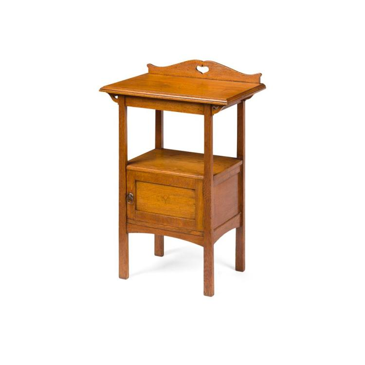 ARTS & CRAFTS SINGLE OAK BEDSIDE TABLE, EARLY 20TH CENTURY 54cm wide, 84cm high, 54cm deep
