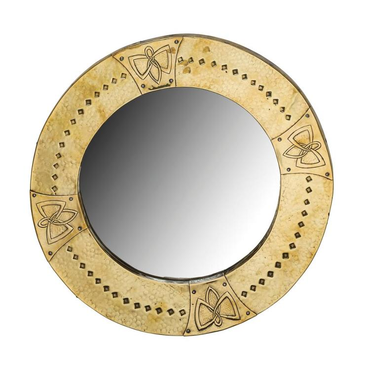 ARTS & CRAFTS BRASS FRAMED WALL MIRROR, CIRCA 1910 47.5cm diameter