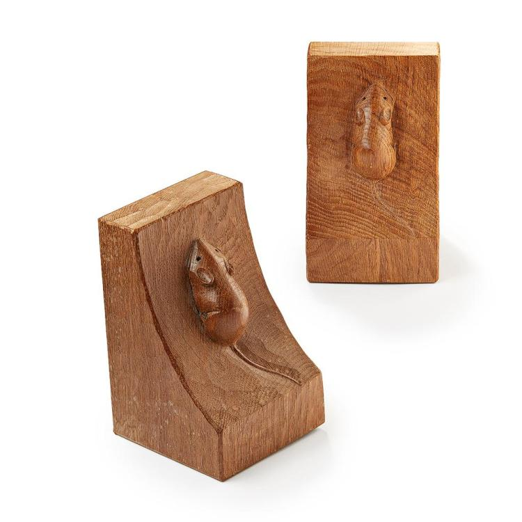 ROBERT (MOUSEMAN) THOMPSON (1876-1955) MATCHED PAIR OF OAK BOOKENDS, MID-20TH CENTURY 15.5cm high