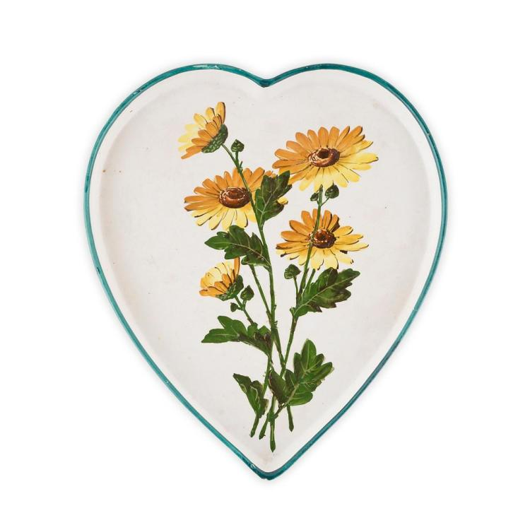 WEMYSS WARE 'DAISIES' HEART-SHAPED TRAY, CIRCA 1900 30cm tall