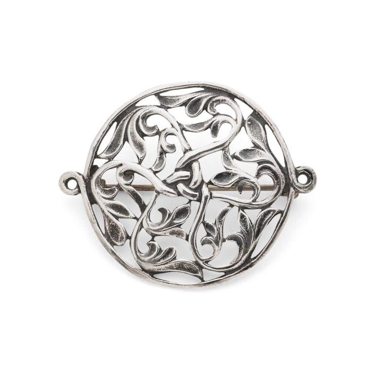 ALEXANDER RITCHIE (1856-1941), IONA SILVER BROOCH, 1930S 5.2cm diameter