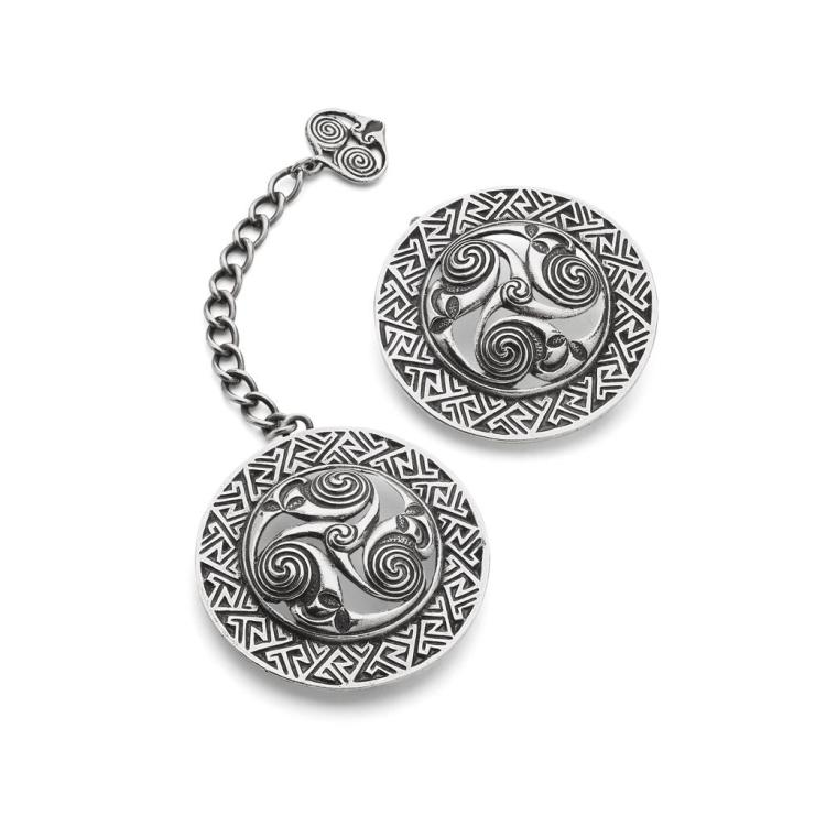 ALEXANDER RITCHIE (1856-1941), IONA PAIR OF CELTIC REVIVAL SILVER CLOAK FASTENERS, 1924 each 5.5cm diameter