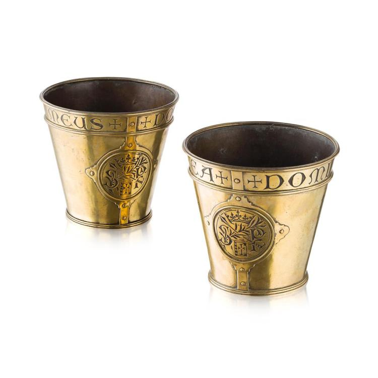 ATTRIBUTED TO JOHN HARDMAN & CO. PAIR OF GOTHIC REVIVAL BRASS CACHE POTS, MID-19TH CENTURY 18cm high, 19.5cm diameter (at top)