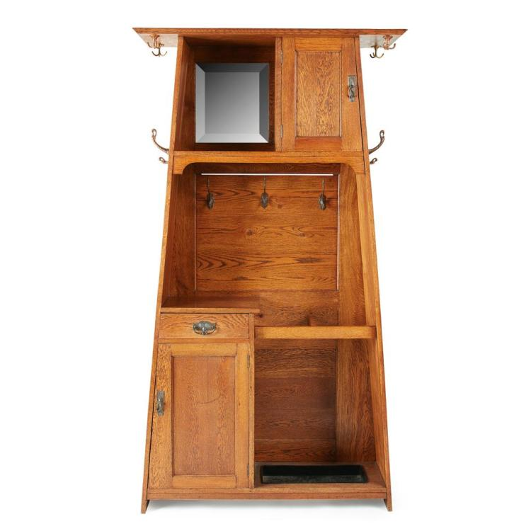 ARTS AND CRAFTS OAK HALL STAND CIRCA 1910 106cm wide, 199cm high, 37cm deep