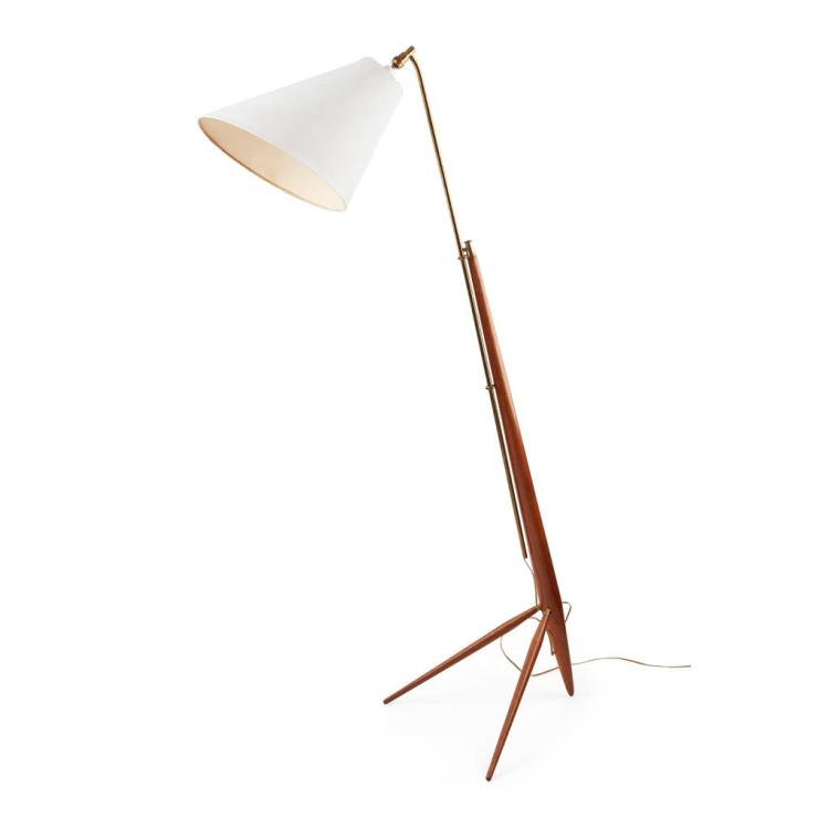 MID-CENTURY TEAK AND BRASS MOUNTED EXTENDING FLOOR LAMP, CIRCA 1950 104cm high (closed)