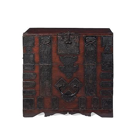 KOREAN SOFTWOOD AND METAL BOUND SWORD CHEST 19TH CENTURY 88cm wide, 82cm high, 35cm deep
