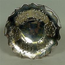 * CHINESE EXPORT SILVER CAKE BASKET WING ON (PROBABLY), HONG KONG CIRCA 1920 23cm diameter, 10.5oz