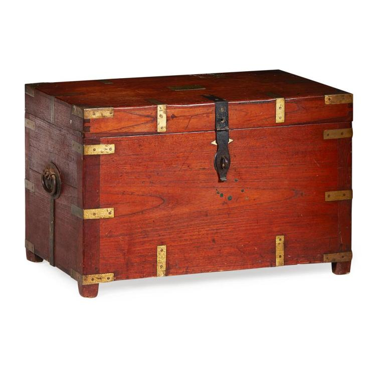 ANGLO-INDIAN CAMPHORWOOD AND BRASS-BOUND MILITARY CHEST EARLY 19TH CENTURY 76cm wide, 49cm high, 46cm deep