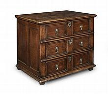 QUEEN ANNE OAK CHEST OF DRAWERS EARLY 18TH CENTURY 82cm wide, 69cm high, 58cm deep
