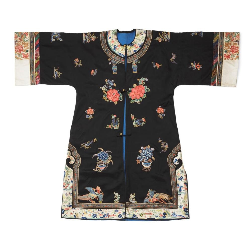 BLACK-GROUND SILK EMBROIDERED LADY'S OVERCOAT LATE QING DYNASTY-REPUBLIC PERIOD, 19TH-20TH CENTURY