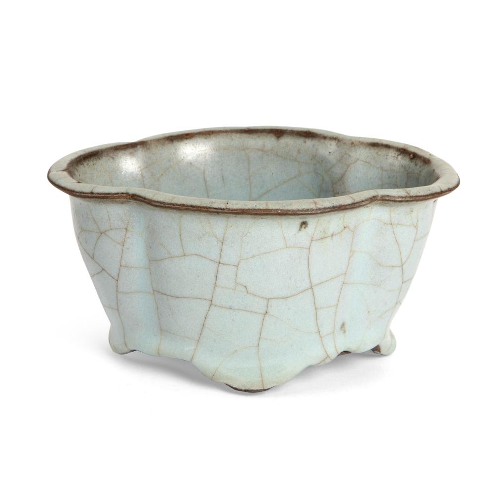 GE-TYPE CRACKLE-GLAZED LOBED WASHER POSSIBLY YUAN TO MING DYNASTY