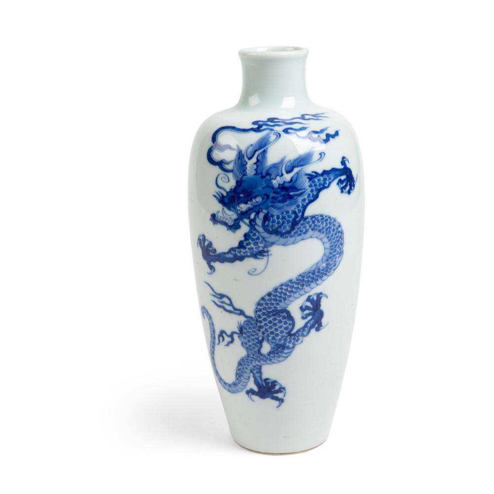 BLUE AND WHITE 'DRAGON' VASE QING DYNASTY, 18TH CENTURY