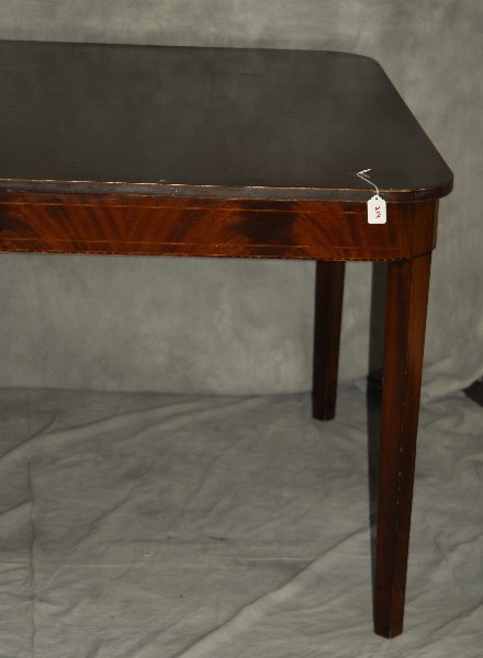 Hepplewhite style inlaid mahogany dining table H : H1109 L93208501 from www.invaluable.co.uk size 440 x 600 jpeg 41kB