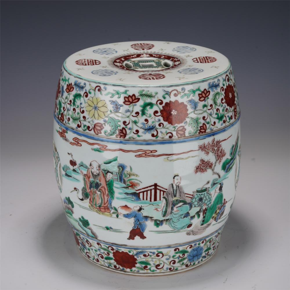 A CHINESE WUCAI PORCELAIN STOOL DECORATION