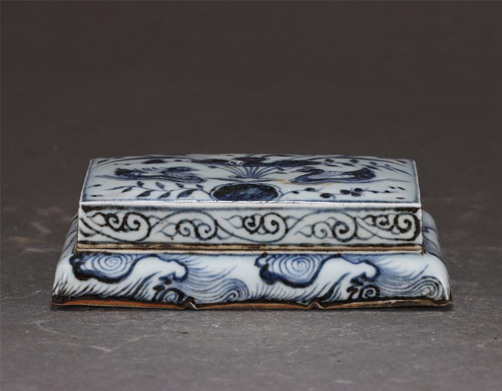 A Chinese Blue and White Porcelain Ink-slab and Cover