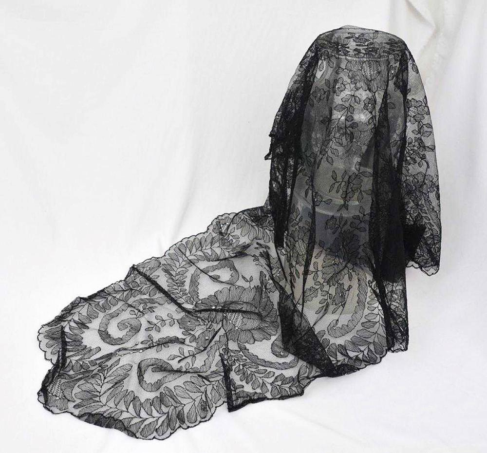 Jacqueline Kennedy's Black Lace Mantilla With Impeccable Provenance