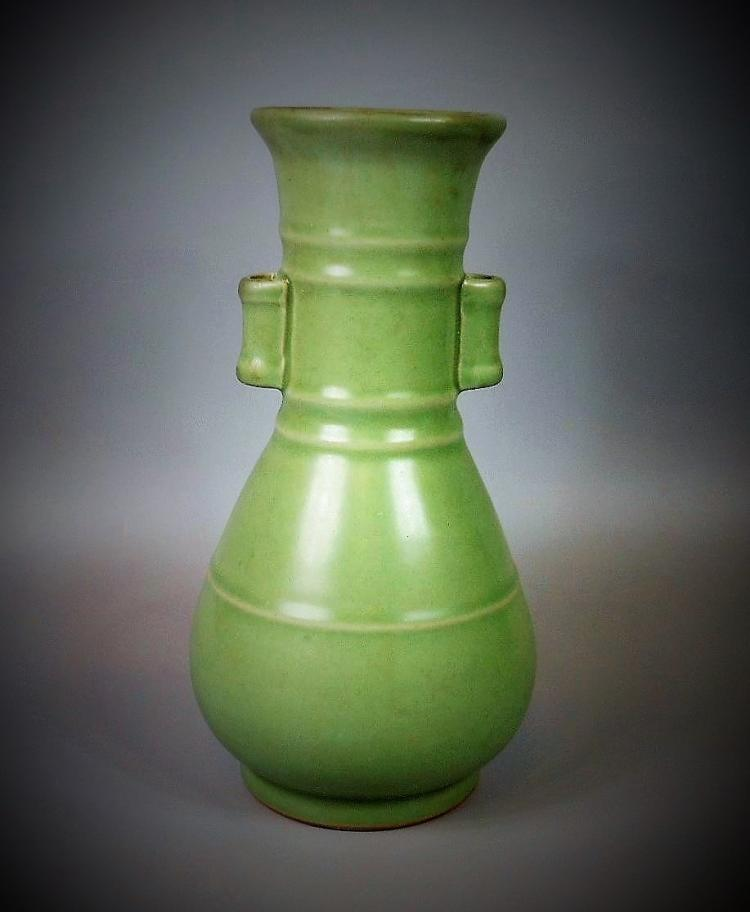 A Chinese Song dynasty Longquan-yao celadon porcelain vase
