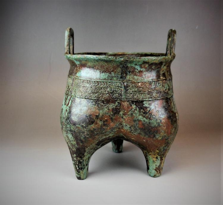 A Chinese late Shang period bronze ding