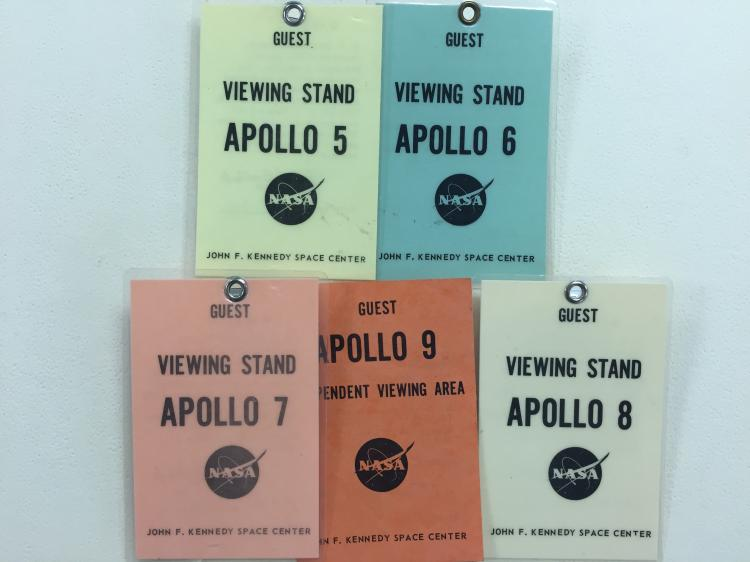 Apollo Viewing Badges 5, 6, 7, 8 & 9 Viewing Stand