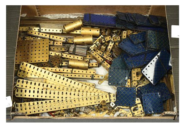 qty inc meccano quantity of blue and gold parts. Black Bedroom Furniture Sets. Home Design Ideas