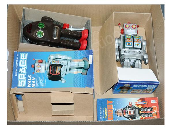 GRP inc Modern issue tinplate robots