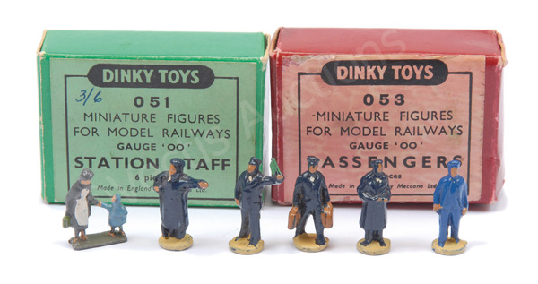 PAIR inc Dinky No.051 (OO Gauge) Station Staff