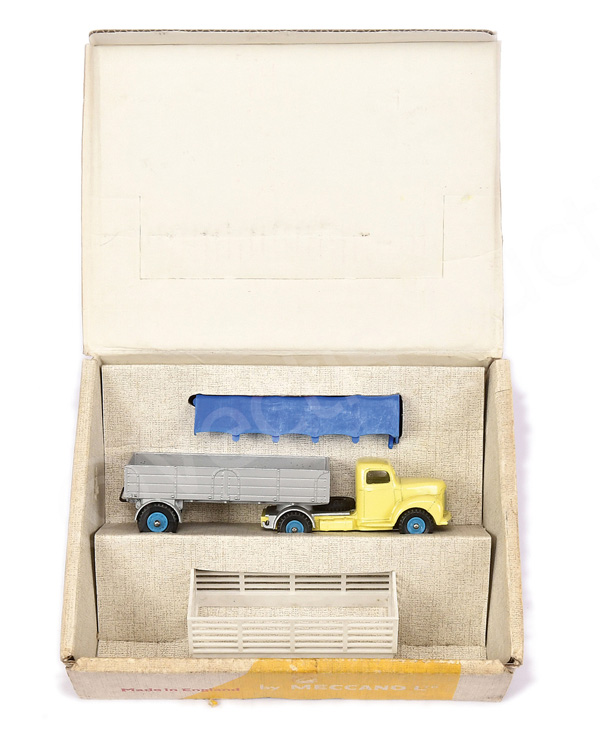 Dinky No.424 Commer Convertible Articulated