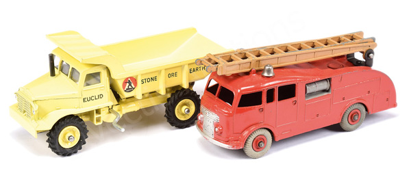 PAIR inc Dinky No.555 Fire Engine - red Supertoy