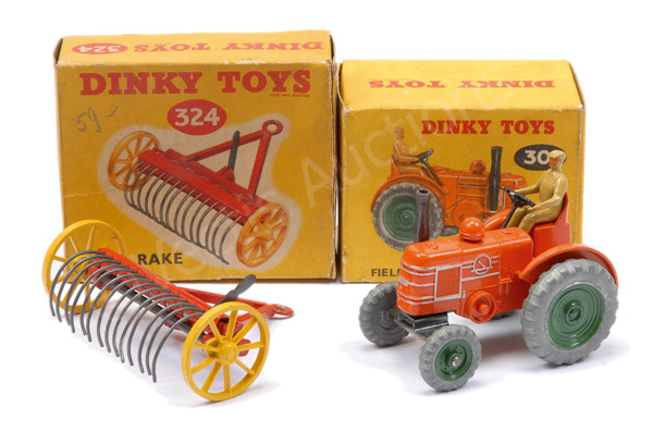 PAIR inc Dinky No.301 Field Marshall Tractor