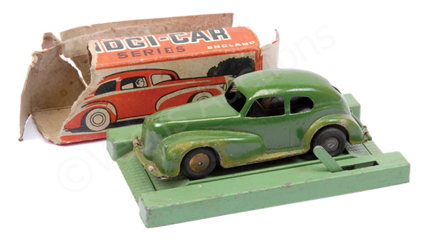 PAIR inc Betal Mechanical Midgi-Car - green body