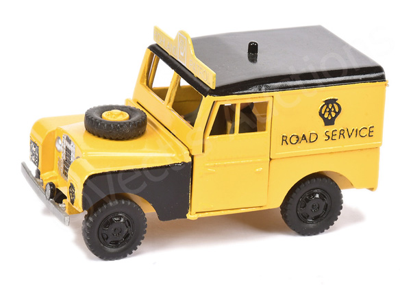 Repainted Benbros large scale Land Rover model