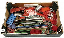 Meccano assorted red/green and other Parts (pre