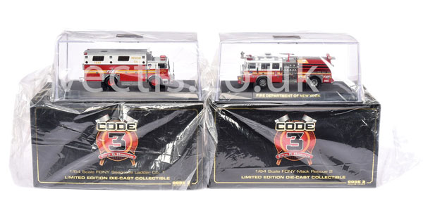 PAIR inc Code 3 Collectables FDNY No.12554 Mack