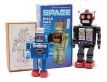 PAIR inc Space Walk Man (China) Battery operated