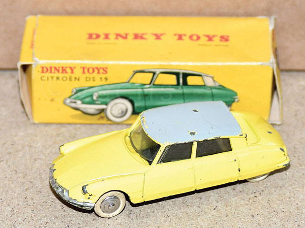 Dinky No.24 CP Citroen DS19 in yellow with grey