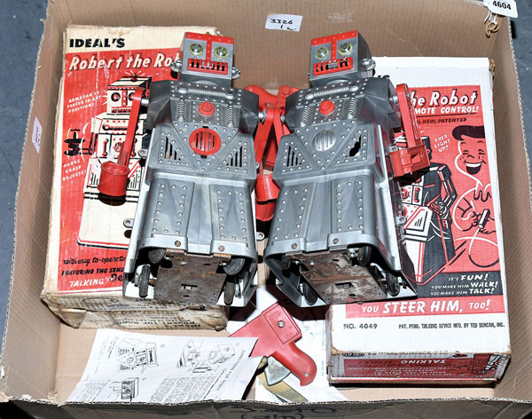 PAIR inc Ideal (USA) Robert the Robot early