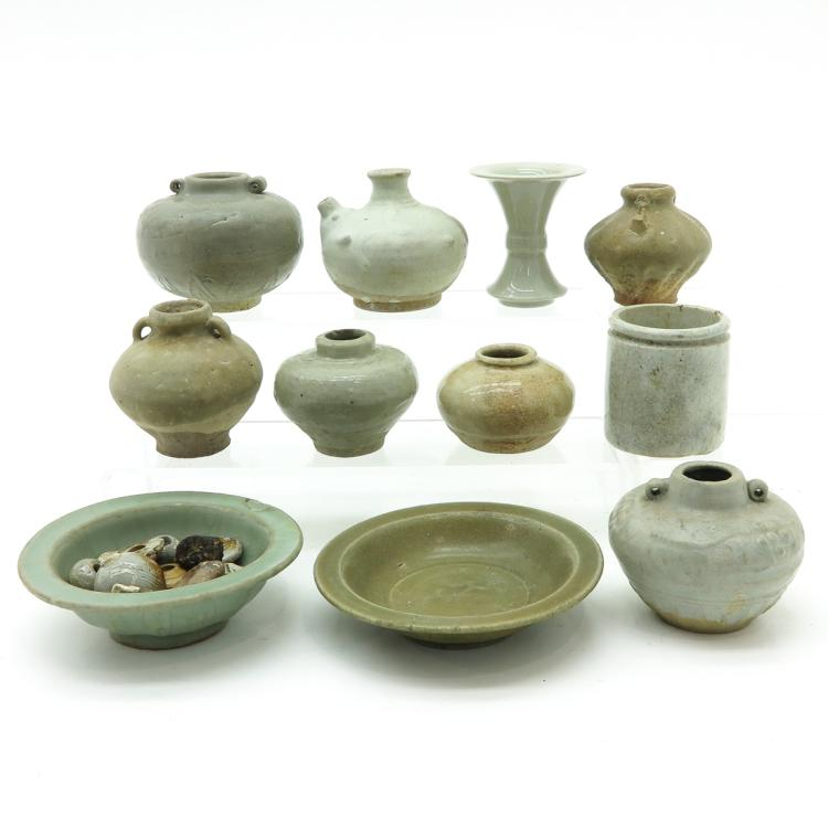 DIVERSE LOT OF CHINESE CELADON ITEMS