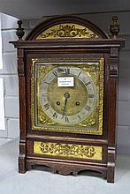 Vintage oak mantle clock, no key, has pendulum,