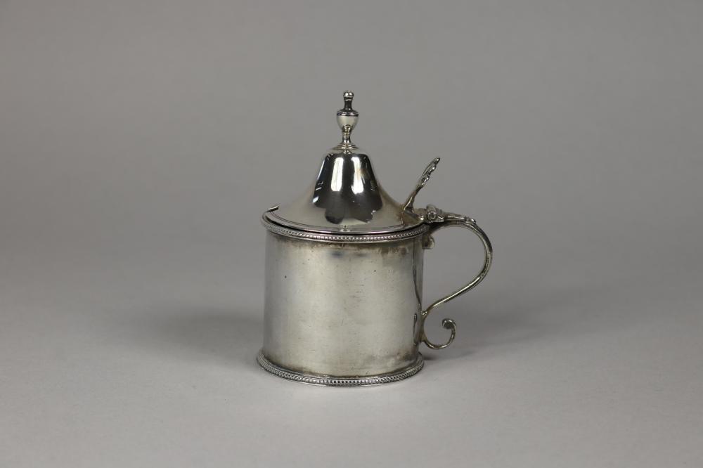 Antique George III hallmarked sterling silver, Mustard pot, London 1786-87, Hester Bateman, approx 90 grams excluding liner