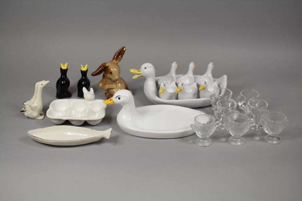 Assortment of animal related items to include kitchenalia and figures, approx 28cm W and smaller